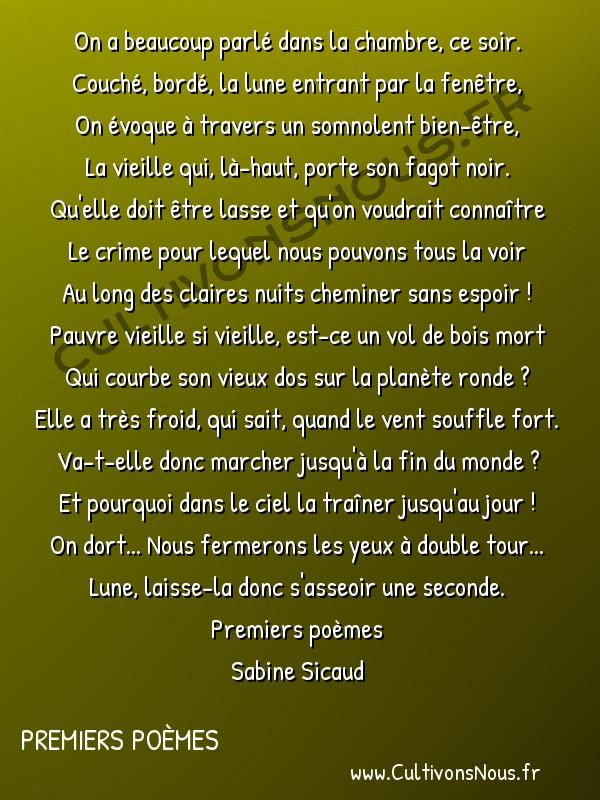 Poésies Sabine Sicaud - Premiers poèmes - La vieille femme de la lune -  On a beaucoup parlé dans la chambre, ce soir. Couché, bordé, la lune entrant par la fenêtre,