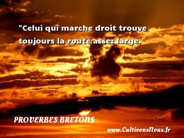 Proverbes bretons - Proverbe route - Celui qui marche droit trouve toujours la route assez large. Un proverbe breton PROVERBES BRETONS