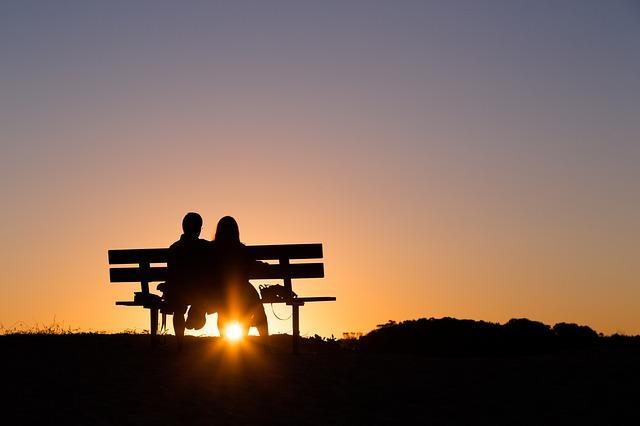 amoureux sur un banc