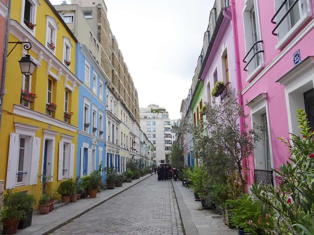 Rue Crémieux : une rue joliment colorée de Paris