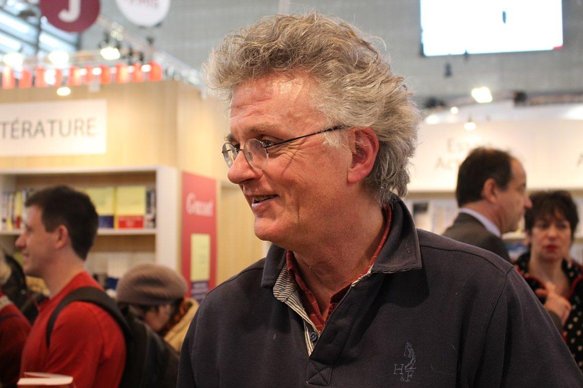 Gérard Mordillat admiratif devant les femmes