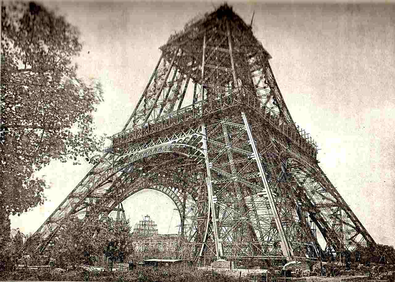La tour Eiffel fête ses 130 ans avec un show exceptionnel