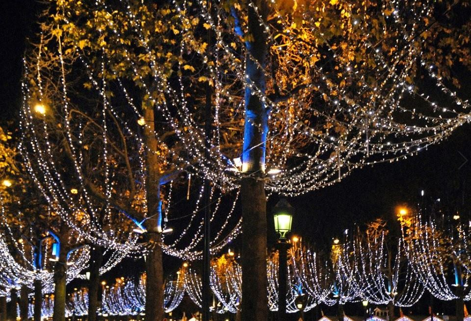 Les illuminations de Noël des Champs-Élysées