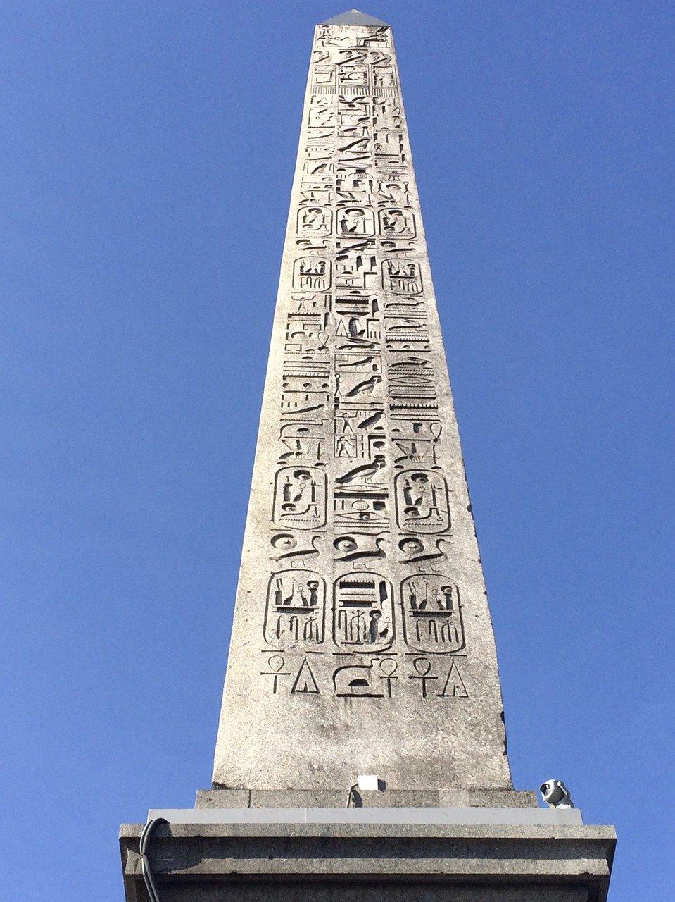 Place de la Concorde est l'Obélisque de Louxor