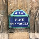 Place des Vosges : un écrin de verdure au cœur de Paris