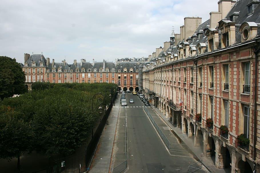 Que sont devenus les pavillons de la place des Vosges ?