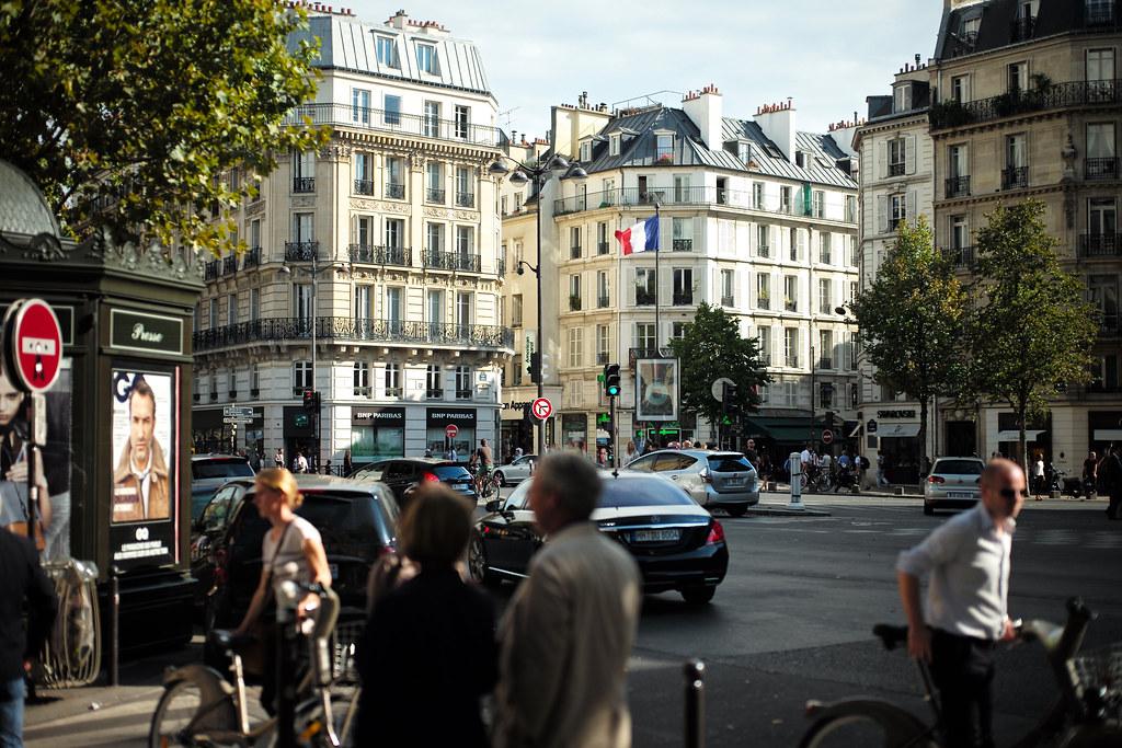 Quels bâtiments faut-il impérativement découvrir le long du boulevard Saint Germain?