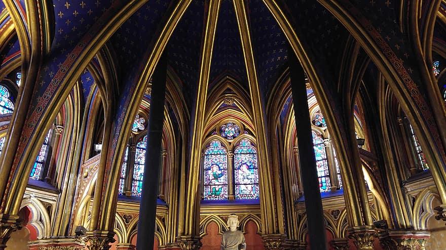 La partie basse de la Sainte-Chapelle